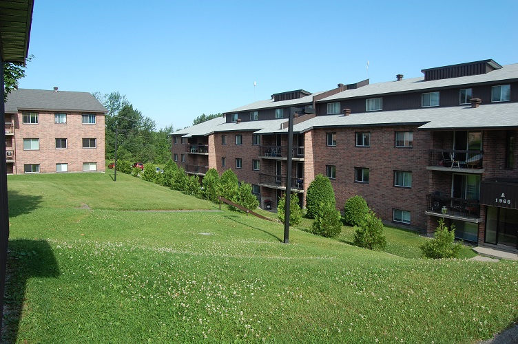 Logement 4 au montagnais de l 39 universit de sherbrooke for Piscine universite sherbrooke